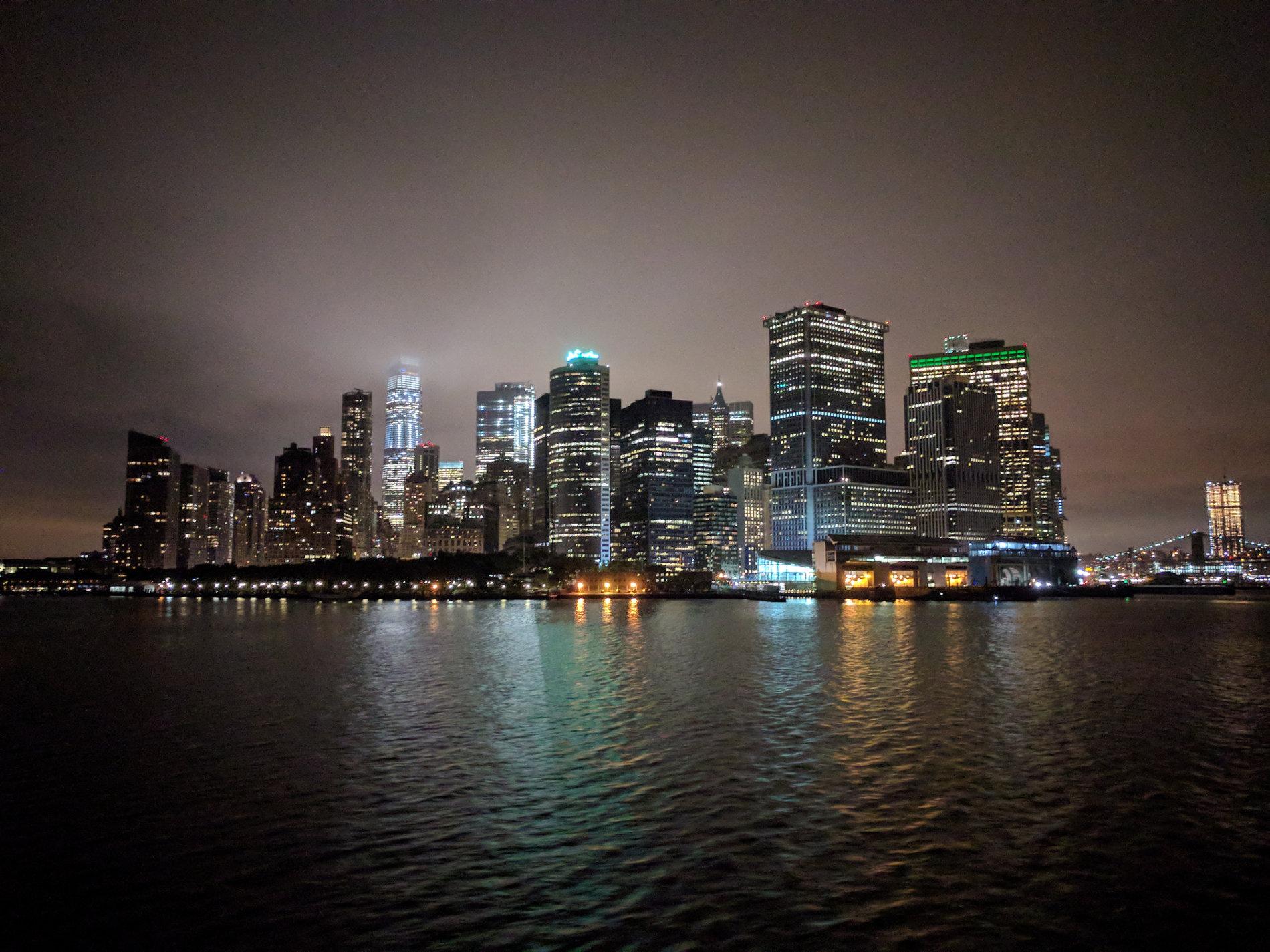 Manhattan-Skyline bei Nacht