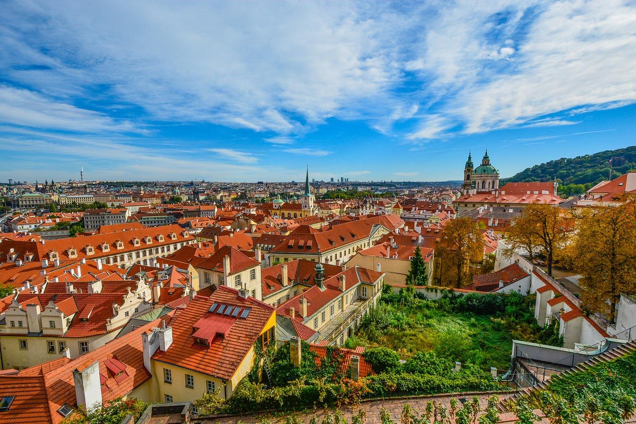 Blick auf die Dächer einer Stadt